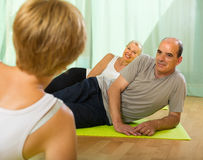 Couple of retirees at gym Royalty Free Stock Photos