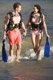 A couple returning from scuba diving Royalty Free Stock Images