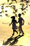 Couple running in the beach Royalty Free Stock Photos