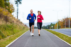 Couple running, jumping outdoor Royalty Free Stock Photos