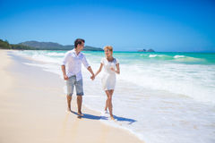 Couple running on a sandy beach Royalty Free Stock Images