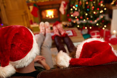 Couple with Santa Claus hats Royalty Free Stock Images