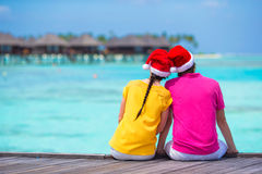 Couple in Santa Hats on a tropical beach at Stock Image