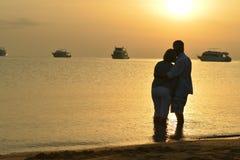 Couple at sea at sunset Royalty Free Stock Photos