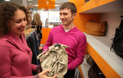 Couple sees bag in shop Royalty Free Stock Image