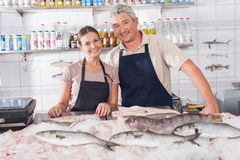 Couple selling in a fish shop Royalty Free Stock Photography