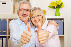 Couple of senior citizens holding thumbs up Royalty Free Stock Images