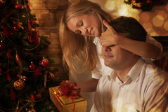 Couple sharing gifts Royalty Free Stock Photos
