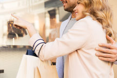 Couple with shopping bags looking at shop window Royalty Free Stock Photography