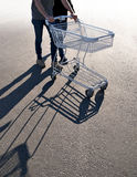 Couple with shopping cart Royalty Free Stock Images