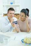 Couple shopping on internet Royalty Free Stock Images
