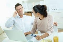 Couple shopping on internet Royalty Free Stock Image