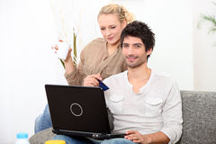 Couple shopping on line Royalty Free Stock Image