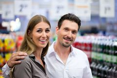 Couple Shopping at Supermarket Royalty Free Stock Photo