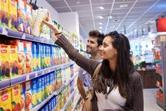 Couple shopping in a supermarket Stock Images