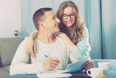 Couple signing papers Royalty Free Stock Photography