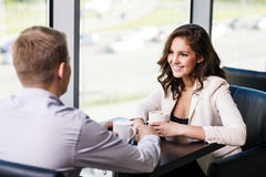 Couple sitting at a cafe Royalty Free Stock Photography