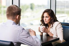 Couple sitting at a cafe Royalty Free Stock Images