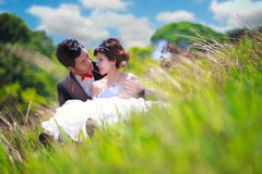 Couple sitting in green grass Royalty Free Stock Images