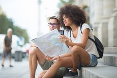 Couple sitting in monument sightseeing sharing map Royalty Free Stock Photos