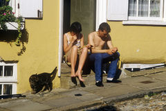 Couple sitting on stoop, Norwich, England Royalty Free Stock Photos