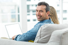 Couple sitting together and using laptop Royalty Free Stock Photos