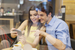 Couple with smartphone Royalty Free Stock Photography