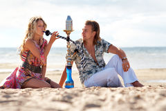 Couple smoking hookah Royalty Free Stock Photos