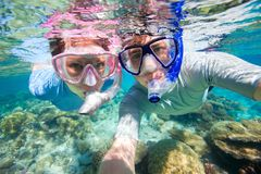 Couple snorkeling. Underwater photo of a couple snorkeling in ocean Stock Photos