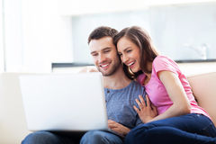 Couple on sofa with laptop Royalty Free Stock Images