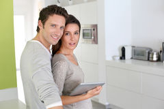 Couple standing in kitchen Royalty Free Stock Images