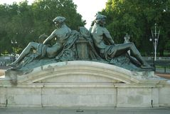Couple statues at Buckingham Palace in London, England, Europe Stock Images