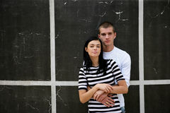 Couple stood by wall Royalty Free Stock Photos