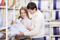 Couple in store Royalty Free Stock Photos