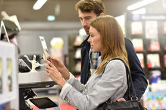 Couple in store in high-tech department Royalty Free Stock Photo
