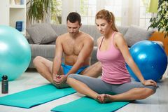 Couple streching before exercises Royalty Free Stock Photography