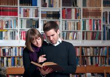 Couple of students at the library Royalty Free Stock Photography