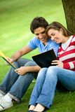 Couple of students outdoors Royalty Free Stock Images