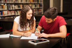 Couple studying together Royalty Free Stock Photos