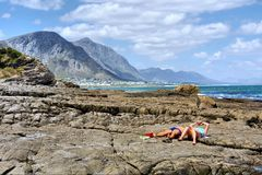 Couple sunbathing on beach Royalty Free Stock Images