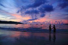 Couple at sunset, Thailand Phuket Patong Beach Silhouette hand Stock Photo