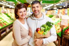 Couple in supermarket Royalty Free Stock Image