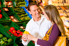 Couple in supermarket shopping groceries Royalty Free Stock Photo