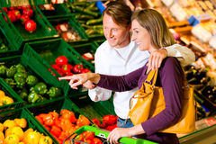 Couple in supermarket shopping groceries Stock Photo