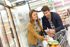 Couple in supermarket shopping groceries Royalty Free Stock Images
