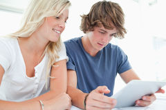 Couple surfing on a tablet Royalty Free Stock Images