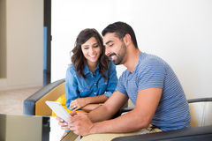 Couple with tablet Royalty Free Stock Images