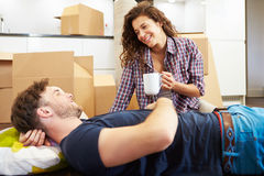 Couple Taking A Break During House Move Royalty Free Stock Photography