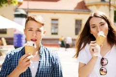The couple teenage friends with ice cream stock photography