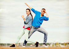 Couple of teenagers dancing outside Royalty Free Stock Images